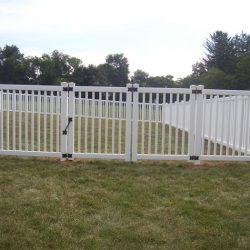 simpe backyard pvc fence