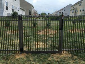 close spacing aluminum fence gate