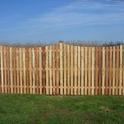 concave picket fence for residential properties