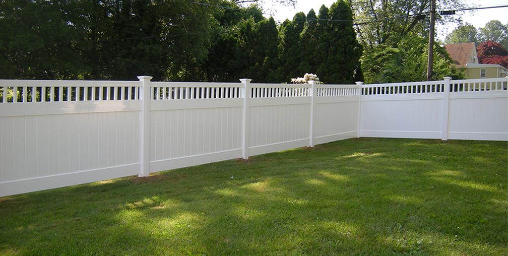 Best Vinyl Privacy Fence for Barking Dogs