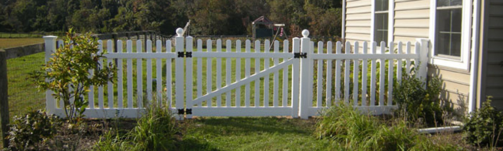 Vinyl Backyard Fence with Gate