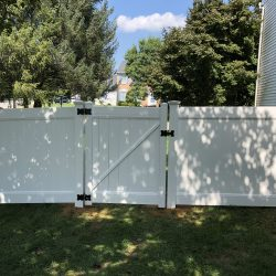 classic white vinyl fencing and gate inspiration