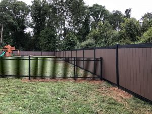 vinyl yard privacy fencing