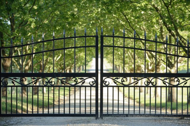 4 Reasons You Should Get an Automatic Driveway Gate