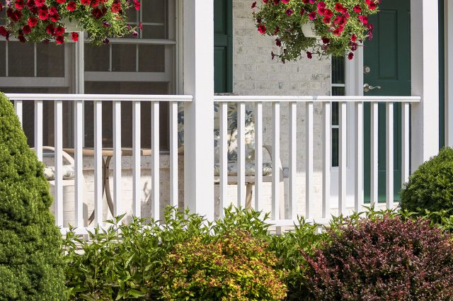 Most Popular Deck Railing Colors: Aluminum & Vinyl