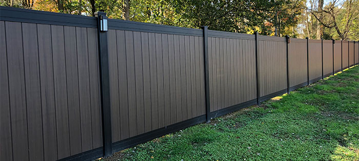 Privacy fence made from vinyl and aluminum