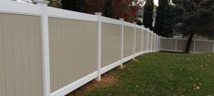 Two-toned vinyl privacy fence