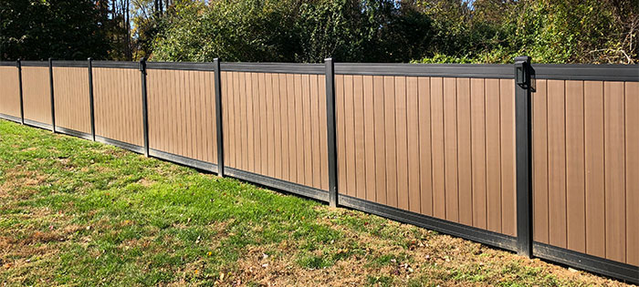 Aluminum vinyl privacy fence