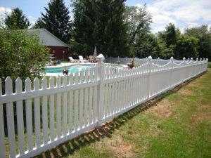 white vinyl picket fence in backyard