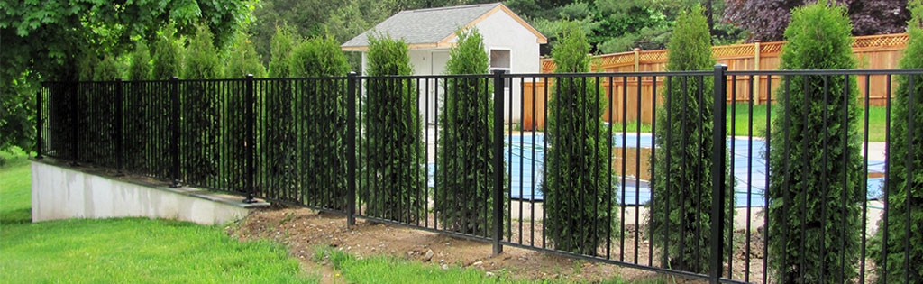 Short aluminum fence in backyard