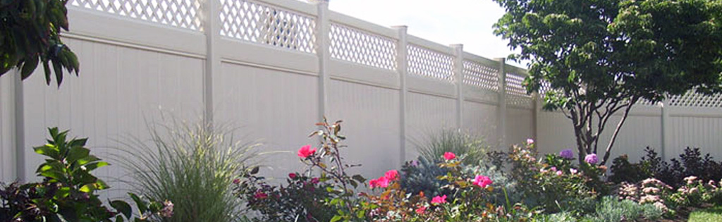 Clean vinyl fence with maintenance