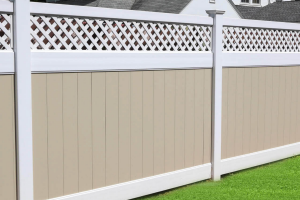 Tan and white lattice fence for backyard
