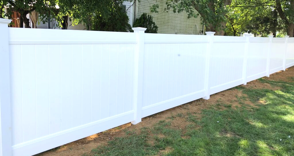 Popular vinyl backyard fence for security