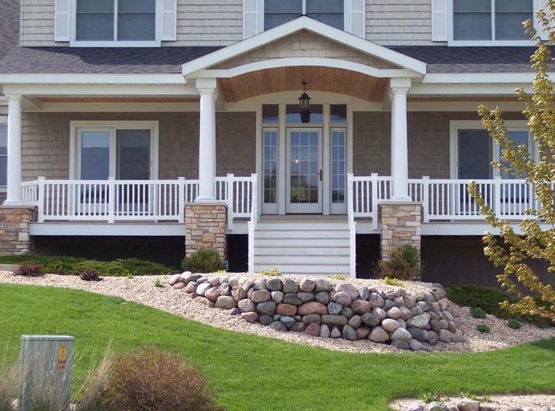 Beautiful vinyl porch railing