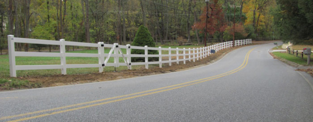 Vinyl split rail ranch fence style