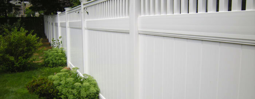 White vinyl fence idea