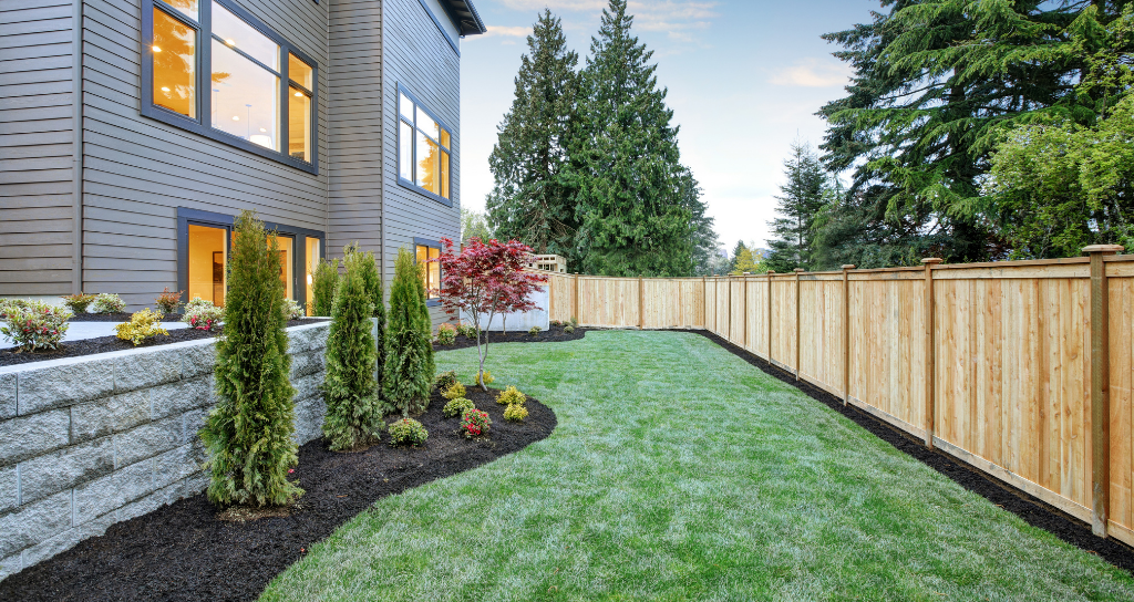 Decorative Fence Style for Modern Home
