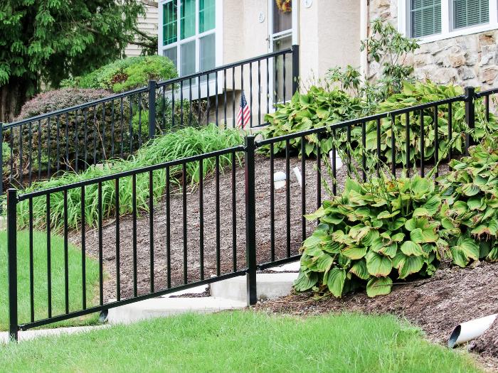 Black aluminum porch railing idea
