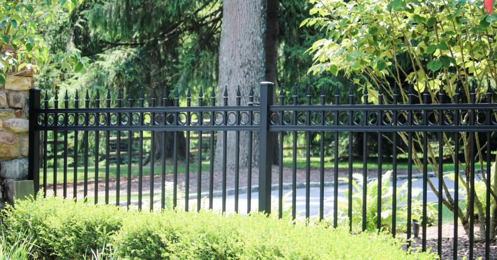 Aluminum picket fence along driveway