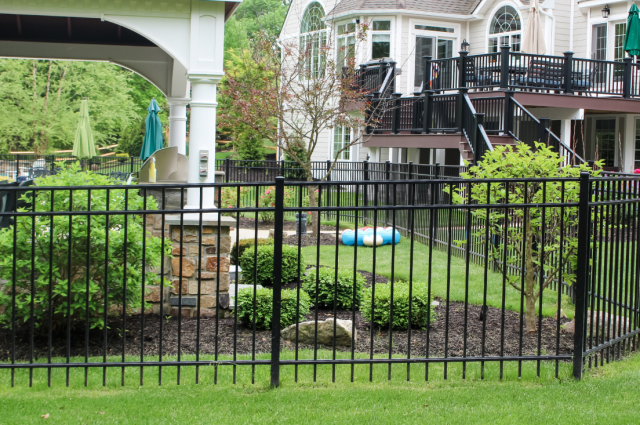 Picket Fencing: Styles & Advantages