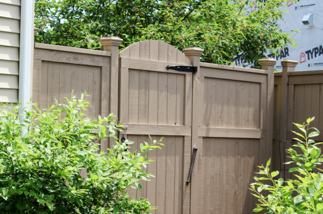Tall Fences You Can Bring to Your Backyard